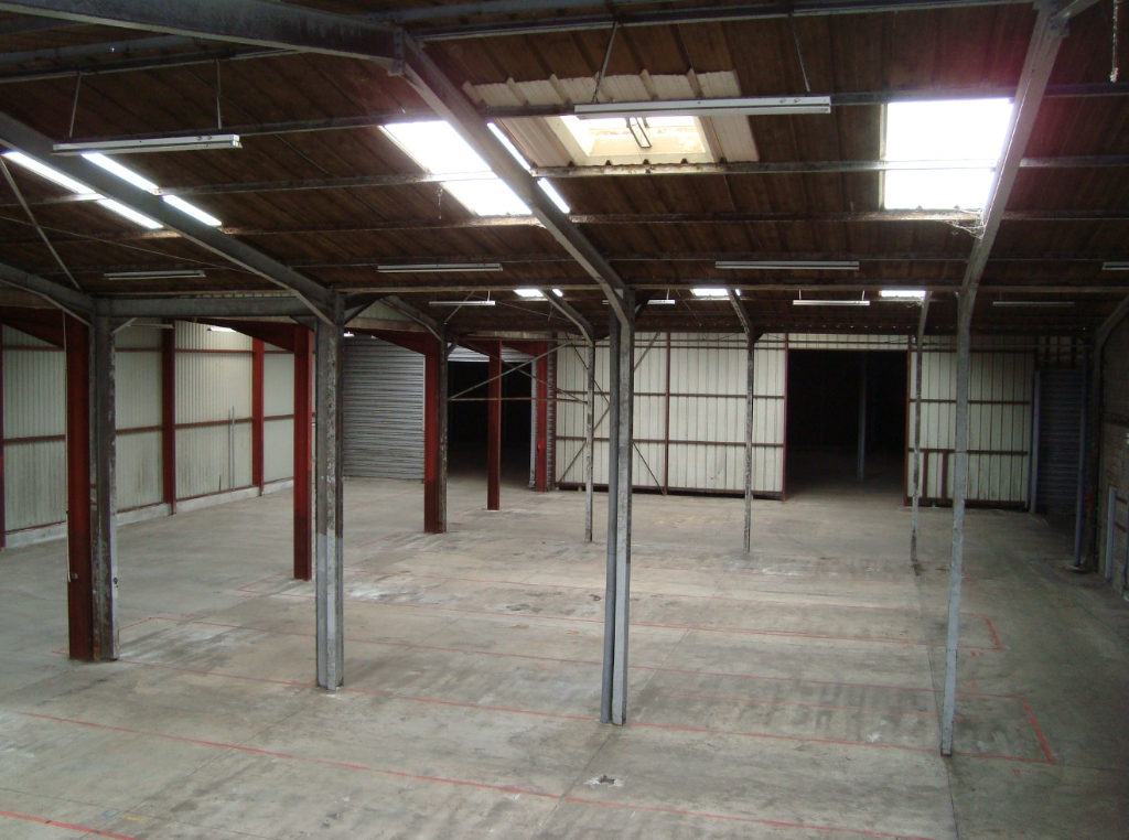 Local commercial  1000 m2 1/6